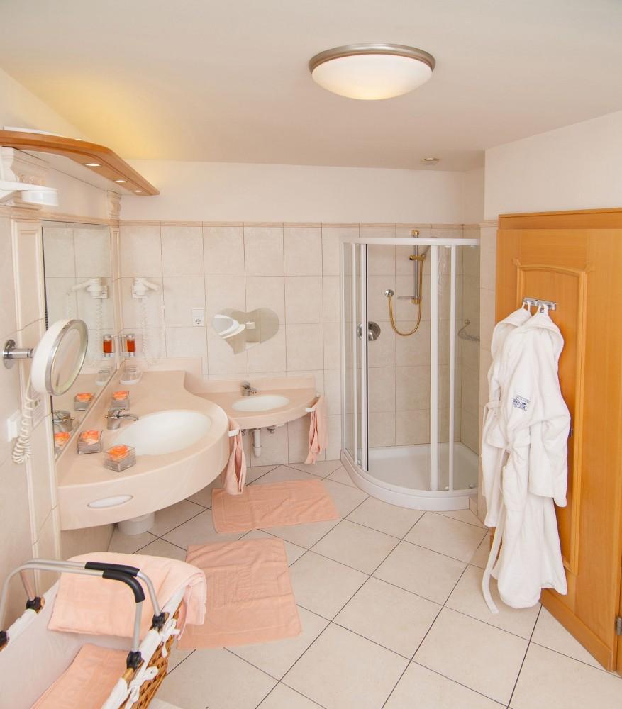 Dreiraum suite leo familien wellness residence hotel for Design familienhotel